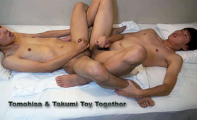 TOMOHISA & TAKUMI TOY TOGETHER