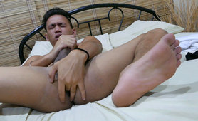 Jude Jerks Off On His Feet